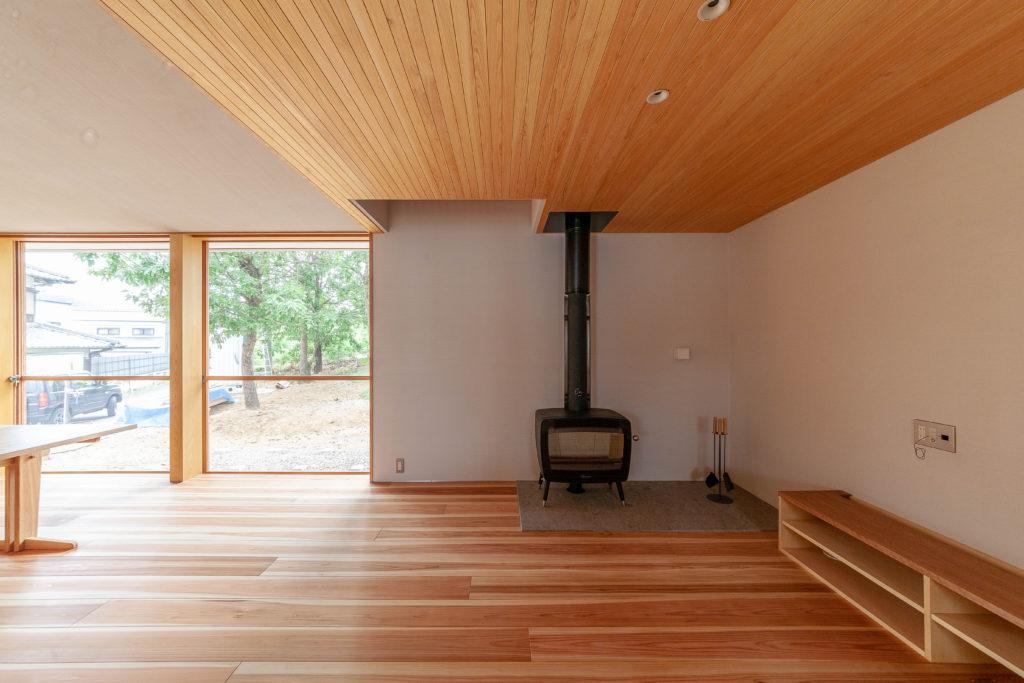 内と家をつなぐ家 薪ストーブ
