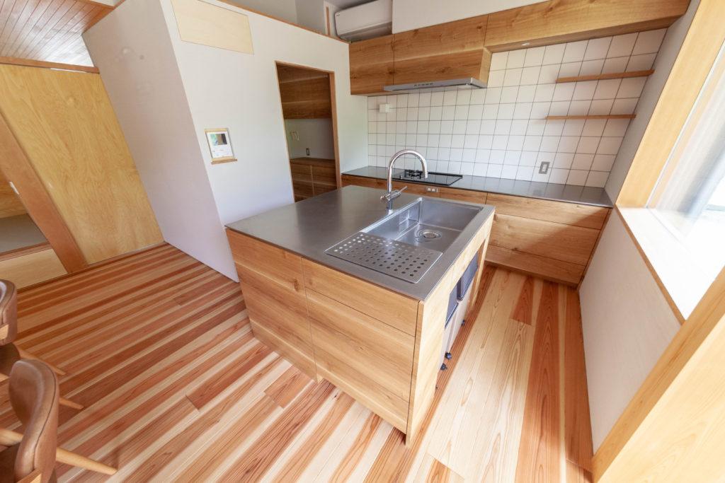 内と外をつなぐ家 キッチン