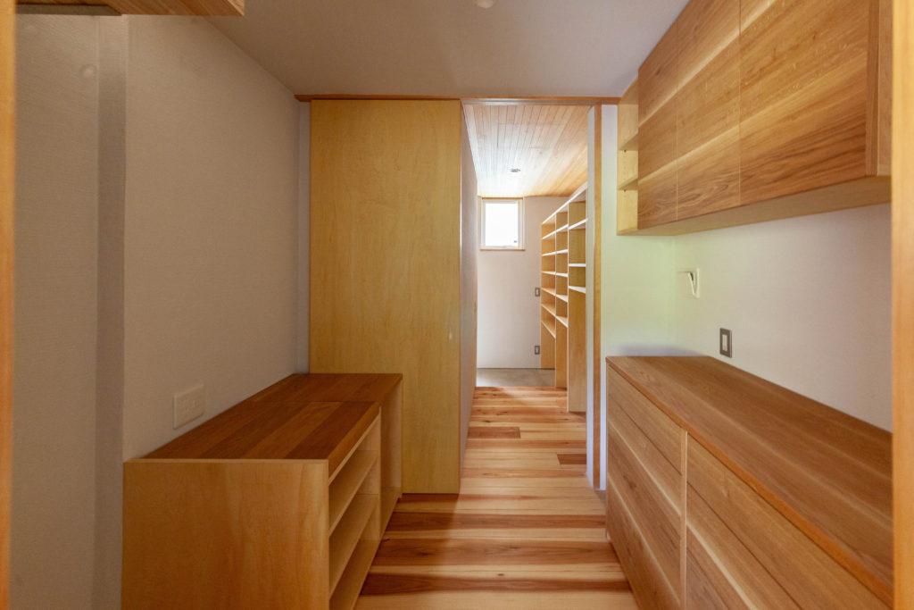 内と外をつなぐ家 収納スペース
